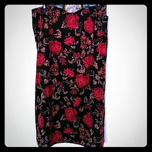 😘❤Nwt Beautiful Vintage floral skirt with split!